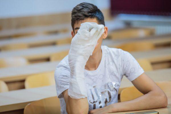 """Maraton chirurgical, de 22 de ore, la Spitalul """"Sf. Maria"""" pentru replantarea mâinii unui copil"""